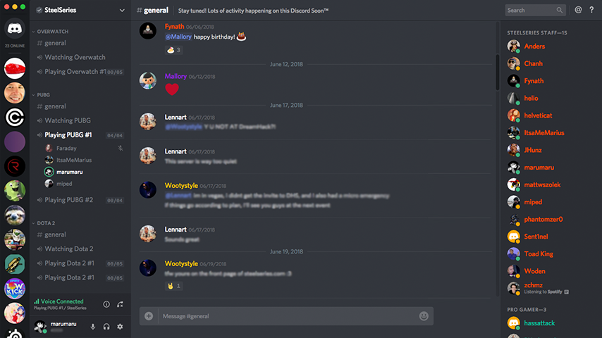 Screenshot van de Discord-desktop-app met mensen die chatten via een spraakkanaal